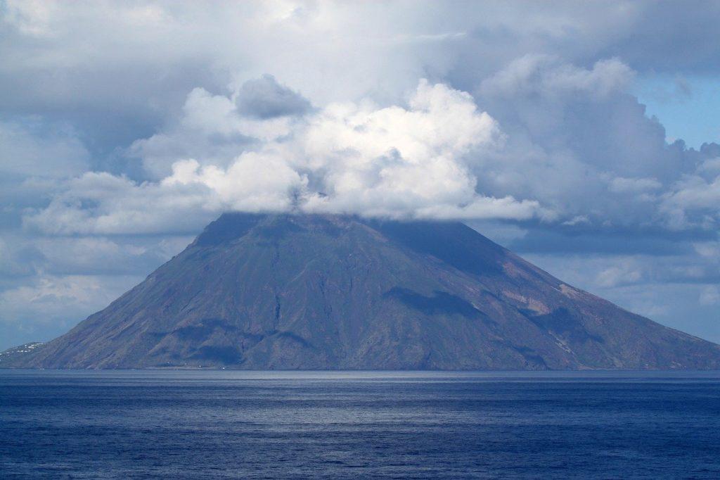 large, stromboli, volcano