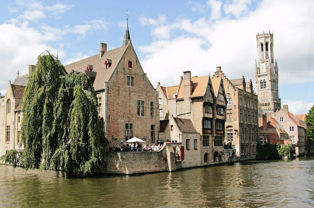 canaux Bruges beffroi